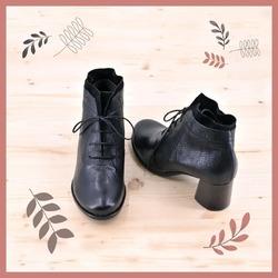 GIOCA CON NOI!  Se tu fossi una scarpa, come saresti?  Esattamente così! Delicata, semplice, pacata.  E tu? Se tu fossi una scarpa, quale scarpa saresti?  Se ti va di giocare con noi, scegli un modello dalla nostra galleria o dal nostro sito e condividilo nel tuo Instagram come post o come story. Se vuoi, puoi anche dirci perché hai scelto proprio quella scarpa, in cosa pensi ti rappresenti. Sarà bello leggerti! ❤  Ah, ricordati di taggare @lilimillofficial, usando l'hashtag #setufossiunascarpa, altrimenti non riusciremo a vederti. Condivideremo volentieri i tuoi contenuti nelle nostre stories!  #setufossiunascarpa #scarpedadonna #womanshoes #shoeslovers #shoesshopping #scarpeinpelle #leathershoes #scarpeartigianali #handmade #madeinitaly #saldiinvernali #scarpecontacco #heelshoes