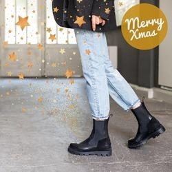 Svegliati presto . Rispetta il pianeta. Bevi del buon caffè.  Indossa un bel paio di scarpe. Guarda meno lo schermo. Leggi più libri. Ridi. Balla. Canta sotto la doccia. Medita. Perdona. Perdonati. Chiedi aiuto. Delega compiti. Permetti agli altri di brillare. Realizza un progetto a cui tieni. Aiuta qualcuno. Ascoltati. Amati e ama gli altri. Ritorna bambino. Buon Natale! ❤  #autunnoinverno #autunnoinverno2021 #ai2021 #nuovacollezione #nuovacollezione2021 #fw2020 #fallwinter #fallwinter2021 #neuekollektion #womanshoes #scarpedadonna #shoeslovers #shoesshopping #shoesmania #shoesgram #shoesgramers #leathershoes #madeinitaly #bologna #bolognashopping #christmastime