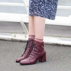 Questo stivaletto stringato, in questo colore Magenta, è uno dei protagonisti indiscussi di questo Autunno Lilimill.  Lo avete atteso tanto, ci chiedete in quali negozi poterlo trovare, ci chiedete quando riassortiremo le taglie già andate sold-out. Ma cosa vi colpisce in particolare di questa scarpa?  Aiutateci a capire perché la amate così tanto. Siamo davvero curiosi! ❤   Photo @phredographie  #autunnoinverno #autunnoinverno2021 #ai2021 #nuovacollezione #nuovacollezione2021 #fw2020 #fallwinter #fallwinter2021 #neuekollektion #womanshoes #scarpedadonna #shoeslovers #shoesshopping #shoesmania #shoesgram #shoesgramers #leathershoes #stringate #lacedshoes #heelshoes #madeinitaly #madeinmarche #bologna #bolognashopping #spontaneamentecurato #scatenatelautunno #slowautumndays #thatautumnmagic