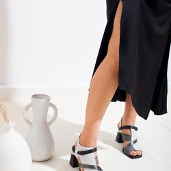 Indossa le tue scarpe preferite che usciamo! 🖤  Photo @phredographie  #scarpedonna #womanshoes #shoesforher #shoeslovers #shoesshopping #scarpeinpelle #leathershoes #scarpeartigianali #handmade #scarpefatteamano #madeinitaly #madeinmarche #springsummer #primaveraestate #fruehlingsommer #summershoes #scarpeestive #sommerschuhe #sandals #sandali #heelshoes