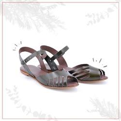 Dark green is the new black 🍀  #scarpedonna #womanshoes #shoeslovers #scarpeinpelle #leathershoes #scarpeartigianali #handmade #scarpefatteamano #italianshoes #madeinitaly #madeinmarche #summershoes #scarpeestive #sommerschuhe #sandals #sandali #sandalen #greenshoes #greensandals