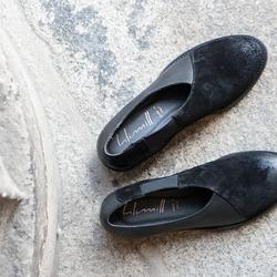 Di nuovo quella storia delle asimmetrie. Ma che ci possiamo fare? 😋 Speriamo gradiate anche voi 🖤  Photo @phredographie  #autunnoinverno #autunnoinverno2021 #ai2021 #nuovacollezione #nuovacollezione2021 #fw2020 #fallwinter #fallwinter2021 #neuekollektion #womanshoes #scarpedadonna #shoeslovers #shoesshopping #shoesmania #shoesgram #shoesgramers #leathershoes #scarpeinpelle #artigianatoitaliano #madeinitaly #madeinmarche #bologna #bolognashopping #spontaneamentecurato