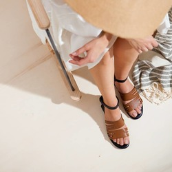 Il fascino dell'asimmetria 🤎  Photo @phredographie  #scarpedonna #womanshoes #shoesforher #shoeslovers #shoesshopping #scarpeinpelle #leathershoes #scarpeartigianali #handmade #scarpefatteamano #madeinitaly #madeinmarche #springsummer #primaveraestate #fruehlingsommer #springsummer2021 #primaveraestate2021 #fruehlingsommer2021 #summershoes #scarpeestive #sommerschuhe #sandals #sandali #sandalen