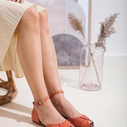 """La delicatezza è il sapere dove fermarsi. Che siano parole, fatti, persone."" (F. Caramagna)  E, perché no, anche scarpe ❤  Photo @phredographie  #scarpedonna #womanshoes #shoeslovers #scarpeinpelle #leathershoes #scarpeartigianali #handmade #scarpefatteamano #italianshoes #madeinitaly #madeinmarche #summershoes #scarpeestive #sommerschuhe #sandals #sandali #sandalen #redshoes #redsandals"