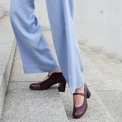 RAFFINATEZZA  [raf-fi-na-téz-za]s.f. Squisitezza di gusti e di modi. Sinonimi:ricercatezza, Lilimill ❤  #scarpedadonna #womanshoes #shoeslovers #shoesshopping #scarpeinpelle #leathershoes #scarpeartigianali #handmade #scarpefatteamano #madeinitaly #madeinmarche #maryjaneshoes #scarpecontacco #heelshoes#saldiinvernali #autunnoinverno #fallwinter #shoppingonline #saldiinvernali #wintersale #sconti #sanbenedettodeltronto #bolognashopping #venezia