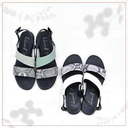Questa stagione i colori e gli abbinamenti davvero non mancano! 😉  Loro sono i sandali della linea Susi: doppio pellame morbidissimo e tomaia montata in maniera asimmetrica. Due dettagli che aggiungono un pizzico di particolarità e originalità ad un modello dalle linee semplici ed essenziali. ❤  #scarpedonna #womanshoes #shoesforher #shoeslovers #shoesshopping #scarpeinpelle #leathershoes #scarpeartigianali #handmade #scarpefatteamano #madeinitaly #madeinmarche #springsummer #primaveraestate #fruehlingsommer #springsummer2021 #primaveraestate2021 #fruehlingsommer2021 #summershoes #scarpeestive #sommerschuhe #sandals #sandali #sandalen