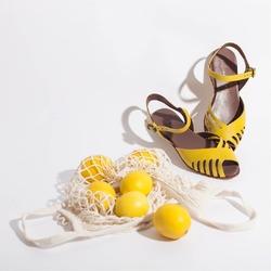 Colori allegri 🍋 Colori Lilimill 💛  Photo @phredographie  #scarpedonna #womanshoes #shoeslovers #scarpeinpelle #leathershoes #scarpeartigianali #handmade #scarpefatteamano #italianshoes #madeinitaly #madeinmarche #summershoes #scarpeestive #sommerschuhe #sandals #sandali #sandalen #yellowshoes