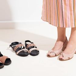 Psss...hai già preso il tuo paio Lilimill per questa estate? Affrettati se non l'hai ancora fatto! 😉   Questi sandali ad esempio ti sta aspettando!!!  Li trovi insieme ad altri bellissimi modelli 👉presso i rivenditori multimarca (scrivici per conoscere il più vicino a te) 👉nel nostro negozio on-line 👉nei negozi monomarca di San Benedetto del Tronto, Bologna e Venezia.  Photo @phredographie  #scarpedonna #womanshoes #shoesforher #shoeslovers #shoesshopping #scarpeinpelle #leathershoes #scarpeartigianali #handmade #scarpefatteamano #madeinitaly #madeinmarche #springsummer #primaveraestate #fruehlingsommer #summershoes #scarpeestive #sommerschuhe #sandals #sandali #summersales #saldiestivi #sommerschulussverkauf #soldes