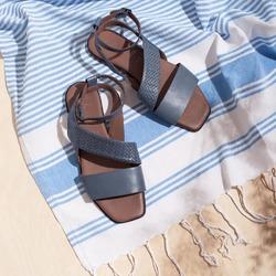 """""""Un filo d'erba. Le nuvole bianche nel cielo. La sabbia nei miei sandali quando esco dalla spiaggia. Tutto ciò che conosco di bello è senza pesantezza."""" (F. Caramagna)  Photo @phredographie   #scarpedonna #womanshoes #shoesforher #shoeslovers #shoesshopping #scarpeinpelle #leathershoes #scarpeartigianali #handmade #scarpefatteamano #madeinitaly #madeinmarche #springsummer #primaveraestate #fruehlingsommer #summershoes #scarpeestive #sommerschuhe #sandals #sandali #flatshoes"""