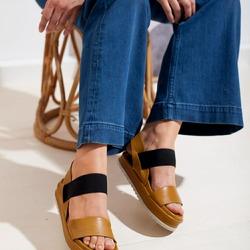 Pratico e super versatile. Il sandalo Lilimill con fascia elastica e zeppa ti aiuterà a dare un tocco di stile anche ai tuoi outfit più basici. La tonalità Ocra, poi, renderà tutto più colorato e originale.  #scarpedadonna #womanshoes #shoeslovers #shoesshopping #scarpeinpelle #leathershoes #scarpeartigianali #handmade #scarpefatteamano #madeinitaly #madeinmarche #springsummer #primaveraestate #fruehlingsommer #springsummer2021 #primaveraestate2021 #fruehlingsommer2021 #newcollection #nuovacollezione #nueukollektion #summershoes #scarpeestive #sommerschuhe #sandals #sandali #sandalen